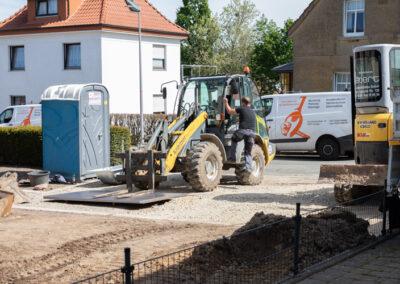 Gartenbau Siebert auf einer Baustelle mit Bagger